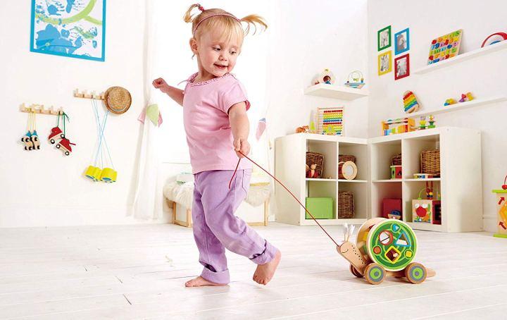 המלצות לבייבי: צעצוע התפתחות על גלגלים של הייפ – שבלול, כלב,תנין
