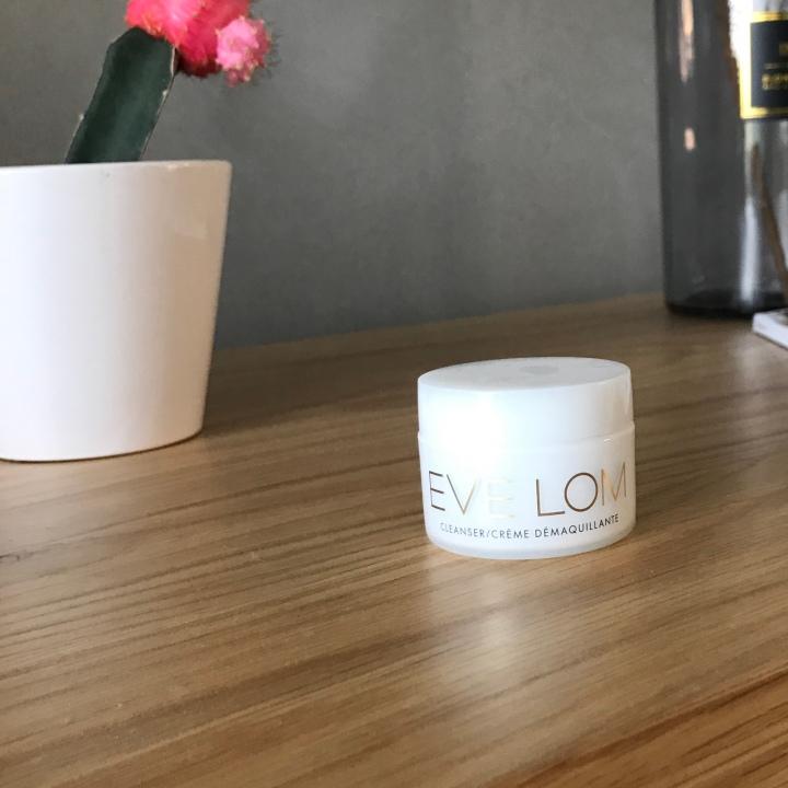 חוות דעת על באלם לניקוי עמוק של עור הפנים מחברת איב לום | Eve LomCleanser